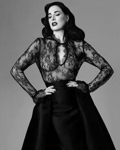 Dita Von Teese: Enter the Glamonatrix ⋆ Century Burlesque Magazine Dita Von Teese Burlesque, Dita Von Teese Style, Dita Von Tease, Estilo Dark, Idda Van Munster, Fashion Mode, Female Fashion, Fashion Beauty, Estilo Retro