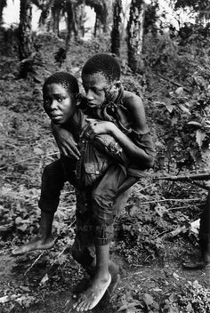 Ibo soldier carrying wounded comrade, civil war, Biafra, Nigeria, April 1968   © Don McCullin