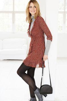 @aboutyoude Idol Eva Padberg in ihrem RED AUTUMN DRESS Outfit. Auch im Winter lassen sich Kleider noch tragen, indem man einfach ein Sweatshirt dazu kombiniert !