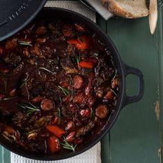 Chuck stew with chorizo, paprika, onion and rosmary Healthy Dinner Recipes, Snack Recipes, Snacks, Vegan Challenge, Beef Bourguignon, Cheap Meals, Cheap Food, Vegan Curry, Cuisine