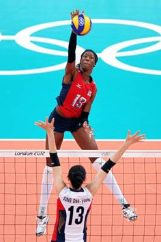 Destinee Hooker of the U.S. gets way up high to spike the ball against Dae-Young Jung of S. Korea during team's volleyball semifinal Volleyball Rules, Olympic Volleyball, Volleyball Photos, Women Volleyball, Volleyball Players, Beach Volleyball, Usa Olympics, Summer Olympics, London 2012 Game