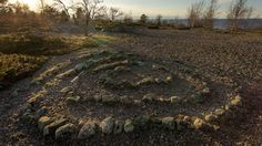 Jatulintarha on spiraalinmuotoinen kivilabyrintti, jonka käytävillä yleensä mahtuu kävelemään. Eri puolilta maailmaa tunnetaan kummallisia kivilabyrintteja, vanhin ja kuuluisin niistä taitaa olla Kreetan saaren Minotaurukselle tehty labyrintti yli 4000 vuoden takaa. Kerrotaan, että joka toisen uudenkuun aikaan Minotaurokselle piti uhrata nuoria poikia ja tyttöjä.