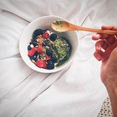 Para comenzar la mañana con ánimo y energía; Granola Yogurt Natural y Matcha  Traemos Matcha directamente desde Japón sin intermediarios 100% orgánico  Compras con envío a todo Chile en www.matchachile.cl o bien pueden comprar en nuestro punto de venta oficial en @despensamodular  ------------ #matcha #matchachile #matchalove #cereal #energía #Japón #polvo #téverde #desayuno #granola #antioxidantes #chile