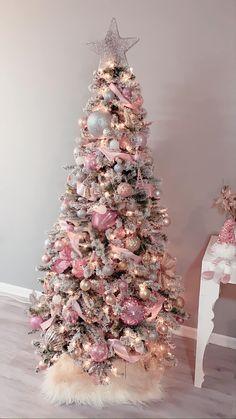 Pink Christmas Tree, Christmas Decorations For The Home, Noel Christmas, Merry Christmas And Happy New Year, Xmas Decorations, Xmas Tree, All Things Christmas, Holiday Decor, Advent