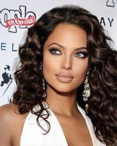 Brunette Makeup, Brunette Beauty, Hair Beauty, Most Beautiful Faces, Beautiful Gorgeous, Belle Silhouette, Model Face, Pretty Eyes, Woman Face