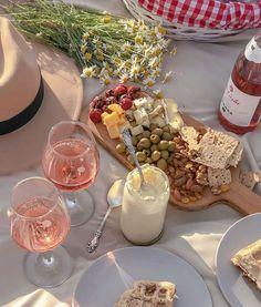 Picnic Date, Summer Picnic, Cute Food, Good Food, Yummy Food, Food N, Food And Drink, Comida Picnic, Think Food
