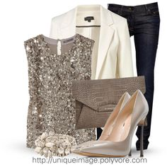 HOLIDAY OUTFIT IDEAS - The Holiday Season is here! Christmas Parties and New Years will be here before we know it! These Top 10 Holiday Outfit Ideas are comfortable, adorable, festive, and super cute. Winter fashion has never looked this fabulous before Mode Chic, Mode Style, Club Style, Mode Outfits, Fashion Outfits, Womens Fashion, Fasion, Fashion Trends, Club Outfits