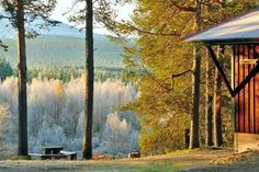 Stenan Majat �k�slompolo �k�slompolo Offering a sun terrace and sauna, Stenan Majat ?k?slompolo is situated in ?k?slompolo in the Lapland Region. Guests here can enjoy an impressive view of Yll?s ski resort. Cross-country skiing is possible just outside the door.