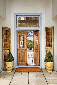 Timeless and elegant country style villa ᴷᴬ Style Villa, Double Front Doors, Front Entry, Grand Entrance, Porch Decorating, Decorating Ideas, Log Homes, Country Style, French Doors