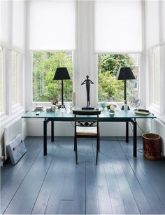 painted floors Make you painted wood floors a feature with easy wood floor finishes, paint for floors, milk paint, techniques and paint color ideas. Painted Hardwood Floors, Painted Floorboards, Diy Wood Floors, Diy Flooring, Wooden Flooring, Kitchen Flooring, Flooring Ideas, Grey Floorboards, Painting Laminate Floors