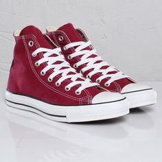 Maroon Converse All Star will be my next purchase ahhh there a beauty.