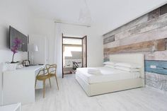 Alehouse Sorrento Located in Sorrento, 700 metres from Corso Italia, Alehouse boasts air-conditioned rooms with free WiFi throughout the property. Private parking is available on site.  The rooms are fitted with a flat-screen TV with satellite channels.