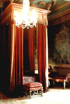 Bed at Warwick Castle c1704.  Throne room
