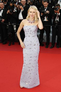 Pin for Later: Seht all' die traumhaften Roben beim Filmfest in Cannes Tag 1: Naomi Watts in Armani Privé