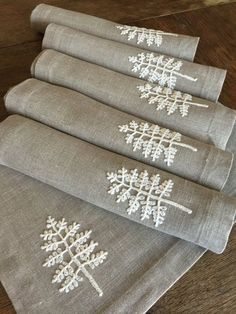 Linen Placemats Set of 6 Table Linen Tabletop Fabric Placemats Crocheted Applique Handmade – Handstickerei Hand Embroidery Stitches, Ribbon Embroidery, Embroidery Art, Cross Stitch Embroidery, Embroidery Patterns, Simple Art Designs, Formation Couture, Fabric Placemats, Needlework