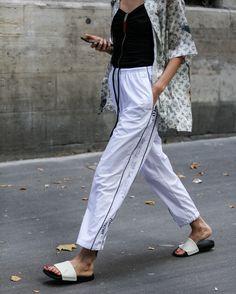 いいね!397件、コメント1件 ― Style Sight WorldWideさん(@stylesightworldwide)のInstagramアカウント: 「#parisfashionweek Men SS18 @parisfashionweek | @okarput 📸 @thestreetpie #streetstyle…」