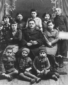 Children from the Jewish orphanage in Domanovka, Transnistria, on their way back… History Museum, World History, World War Ii, History Pics, European History, Granada, Vintage Children Photos, Holocaust Survivors
