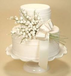 Lily of the Valley Cake. Let your bridal bouquet inspire your wedding cake. This lily of the valley bouquet, made from over 100 tiny sugar flowers, is held together with a satin ribbon and embellished with a pearl pin. Cake design by Confetti Cakes. White Wedding Cakes, Wedding Cakes With Flowers, Elegant Wedding Cakes, Cool Wedding Cakes, Beautiful Wedding Cakes, Gorgeous Cakes, Pretty Cakes, Trendy Wedding, Wedding Bouquets