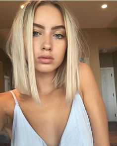 Straight but messy short hair and natural makeup. Straight but messy short hair and natural makeup. Haircuts For Fine Hair, Trendy Hairstyles, Bob Haircuts, Summer Hairstyles, Haircuts For Straight Fine Hair, Blonde Short Hairstyles, Blunt Bob Hairstyles, Female Hairstyles, Medium Haircuts