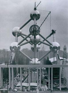 The Atomium under construction, Brussels, Belgium Creepy Vintage, Somewhere In Time, Rare Pictures, Architecture Portfolio, Modern Times, World's Fair, Perfect World, Press Photo, Retro Futurism