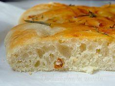 recette de la focaccia !! brioche italienne salée, moelleuse et très aromatique !