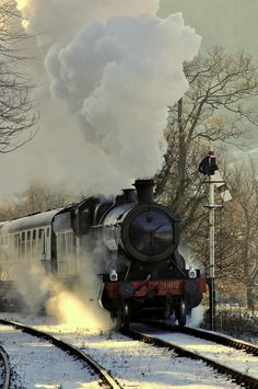 steam signal and sunbeam | sunbeams filter through the trees as great western 2-8-0 3802 passes the signal guarding pentrefelin crossing (in Whales) with a santa special | Flickr - Photo Sharing!