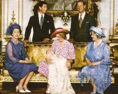 Елизавета  II, королева мать,  Диана и праправнук  Уильям.