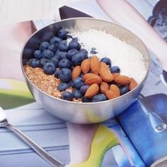 Never skip breakfast! Getting a hit of protein and fibre will fuel your day and keep hunger at bay! I'm staring my Saturday with an oats bowl topped with Blueberries, Almonds, Flaxseeds and Coconut... Yum!