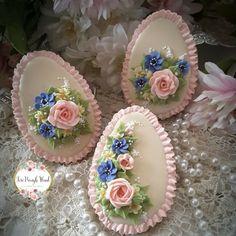 Flowers for Easter Flower Cookies, Easter Cookies, Easter Treats, Cookie Frosting, Royal Icing Cookies, Sugar Cookies, Sugar Eggs For Easter, Easter Eggs, Fancy Cookies