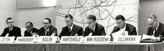 05-04-1967. Forumdiscussie, olv de Maatschappij voor Nijverheid en Handel, over het bedrijfsleven, in de congreszaal van de Jaarbeurs te Utrecht, met van links naar rechts mr. A. Looten (wethouder van economische zaken), J.A. Hamburger (directeur van Kon. Ned. Lood- en Zinkpletterijen), mr. F.B. van Keulen (voorzitter van de Maatschappij voor Nijverheid en Handel), T. Harteveld (wethouder openbare werken), drs. W. van Rossem (dienst economische zaken) en dr. F. Ullmann (directeur UMS-Pastoe…