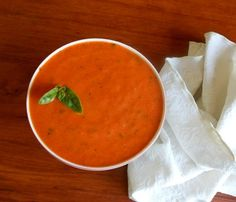 rode pepersoep HOT HOT but tastefull! Roasted Red Pepper Soup, Roasted Red Peppers, Stuffed Pepper Soup, Stuffed Peppers, Healthy Starters, Cold Lunches, Tummy Yummy, Light Snacks, Detox Soup
