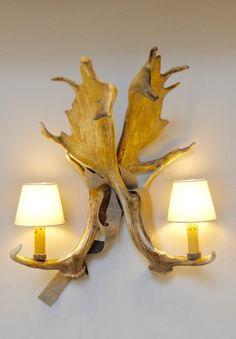 #lefineza #meran #merano #südtirol #chaletstyle #flowers #design #home #interior #gold #plaid #antlers #geweih #einrichtung #arredamento #southtyrol #altoadige #italy #italia #ampliamento #bestoftheday #pictureoftheday #teppich #cowhide #hirsch #luxury #manufaktur #manufacturing #swarovski