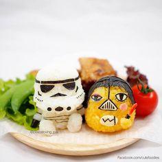 Elle façonne des boules de riz en de petits personnages adorables