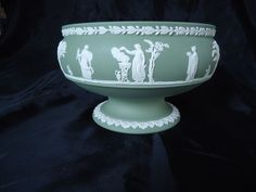Beautiful 1969 Green Wedgwood Jasperware Centerpiece/Planter/Large Bowl NO RESER #Jasperware