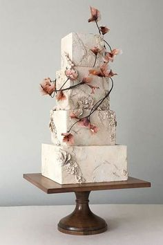 The latest wedding cake trend is a total throwback (from around years ago) . - the day that will never come - cake decorating recipes kuchen kindergeburtstag cakes ideas Floral Wedding Cakes, Wedding Cake Rustic, Elegant Wedding Cakes, Wedding Cake Designs, Dessert Wedding, Square Wedding Cakes, Cake Wedding, Elegant Cakes, Wedding Cake Recipes