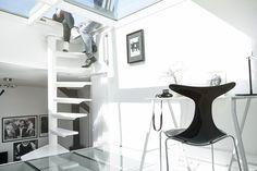 Un mini-loft noir et blanc suédois