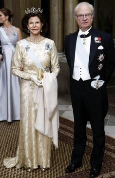 King Carl XVI Gustaf of Sweden and Queen Silvia of Sweden held their first official dinner of the year at the Royal Palace on February 2015 Royal Crowns, Royal Tiaras, Royal Jewels, Hollywood Fashion, Royal Fashion, Stockholm, Queen Of Sweden, Royal Families Of Europe, Swedish Royalty