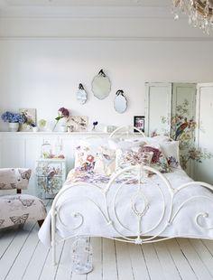 Opt for a pretty vintage bedroom design scheme