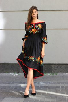 Embroidery of flowers. Size: Small to XL / *We customize bigger sizes. Mexican Style Dresses, Mexican Outfit, Fiesta Outfit, Boho Midi Dress, Dress Skirt, Dress Up, Cute Dresses, Beautiful Dresses, Casual Dresses