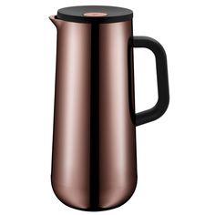 Die WMF Isolierkanne Coffee IMPULSE fasst 1000 ml und zeigt einen hochwertigen Kunststoff in Kupfer. Sie ist mit einem Automatikverschluss ausgestattet und kann Getränke bis 24 Stunden warmhalten.Die Kanne ist 28,5 cm hoch und besteht neben Kunststoff aus Glas und Metall (Cromargan(R) Edelstahl 18/10). Sie ist rostfrei und säurebeständig. Kalte Getränke bleiben bis zu 24 Stunden kühl. Die attraktive Kanne sieht auf jedem Tisch gut aus. Sie können den Kaffee aus der Maschine in die Isolierkanne u Fireplace Heater, Bronze, Kettle, Kitchen Appliances, Impulse, Products, Copper, All Stainless Steel, Corning Glass