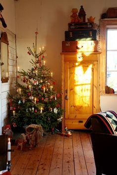 Queen of Kammebornia - Kammebornias advent och jul Cottage Christmas, Christmas Mood, Victorian Christmas, Primitive Christmas, Scandinavian Christmas, Country Christmas, Christmas Interiors, Christmas Time Is Here, Christmas Decorations