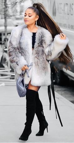 Beyoncé or Ariana Grande Quiz🍒Burgundy Color Outfit Style Fashion Compilation is better? Ariana Grande Fotos, Ariana Grande Photoshoot, Ariana Grande Outfits, Ariana Grande Cute, Ariana Grande Drawings, Ariana Grande Wallpaper, Ariana Grande Pictures, Ariana Grande Ponytail, Ariana Hrande