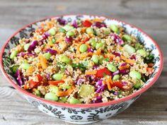 Receta de Ensalada de Quinoa con Verduras   Esta ensalada de quinoa es riquísima y muy nutritiva. Perfecta para cuidar el peso sin sacrificar sabor.