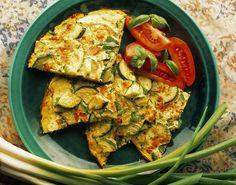 Viel einfacher und schneller geht es nun wirklich nicht. Und viel leckerer auch nicht. Rezept für super leckere Zucchini-Frittata: http://eatsmarter.de/rezepte/zucchini-frittata