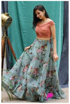 Indian Fashion Dresses, Indian Gowns Dresses, Dress Indian Style, Indian Designer Outfits, Indian Skirt And Top, Indian Long Dress, Ankara Gowns, Woman Dresses, Pakistani Dresses