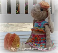 Just made with love by Antoinette: Willenein goes Kakelbont, Free Pattern for clothing. Crochet For Boys, Crochet Bunny, Crochet Animals, Crochet Doll Clothes, Crochet Dolls, Crochet Hats, Amigurumi Toys, Crochet Patterns Amigurumi, Baby Kind