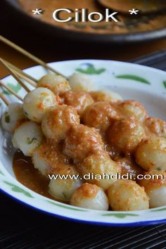 Resep Dan Foto Cilok..Baru..^^ Indonesian Desserts, Indonesian Cuisine, Savory Snacks, Snack Recipes, Cooking Recipes, Unique Recipes, Asian Recipes, Diah Didi Kitchen, Malay Food