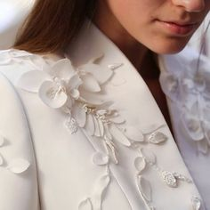 A behind the scenes look at the making of the Spring Summer 2018 Couture Collection. The Ralph & Russo petit mains have devoted hours to… Couture Embroidery, Embroidery Dress, Beaded Embroidery, Fashion Line, Modest Fashion, Love Fashion, Couture Details, Fashion Details, Fashion Design