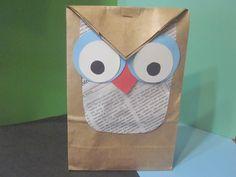 Videotutorial explicando como reutilizar una bolsa de papel y convertirla en una bolsa de regalo.