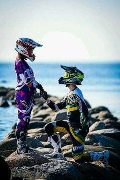 Motocross Love to Live Dirt Bike Couple, Motocross Couple, Motocross Girls, Biker Couple, Dirt Bike Girl, Biker Love, Biker Girl, Mtb Enduro, Motorcross Bike